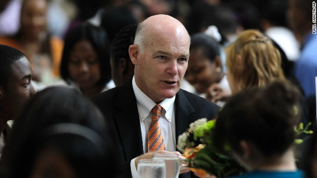 Joe Clancy, Special Agent in Charge, Presidential Protective Division, United States Secret Service talks with students at a White House youth leadership and mentoring luncheon at the Detroit Institute of Arts in Detroit, May 26, 2010.
