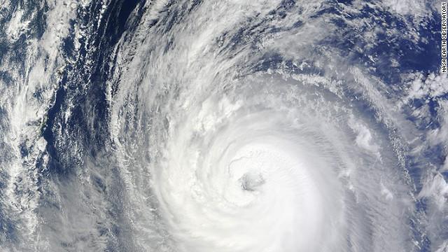 Un aviador de EE.UU. muere y dos están desaparecidos por paso del tifón Phanfone