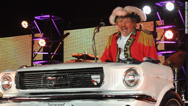 <a href='http://ift.tt/1vCo89J' target='_blank'>Paul Revere</a>, leader of the 1960s rock band Paul Revere and the Raiders, died October 4 at his home in Idaho, according to the band's website. He was 76.