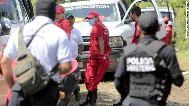 Autoridades de México hallan 28 cuerpos calcinados en fosas clandestinas