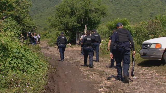 Hallan 4 nuevas fosas en Iguala, México y detienen a presuntos implicados