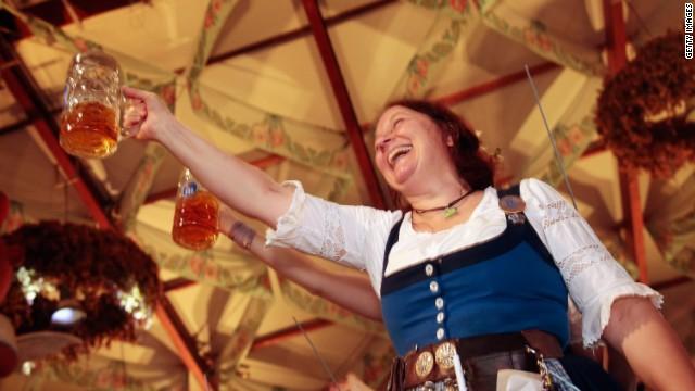 Los checos son los mayores bebedores de cerveza del mundo, según sondeo
