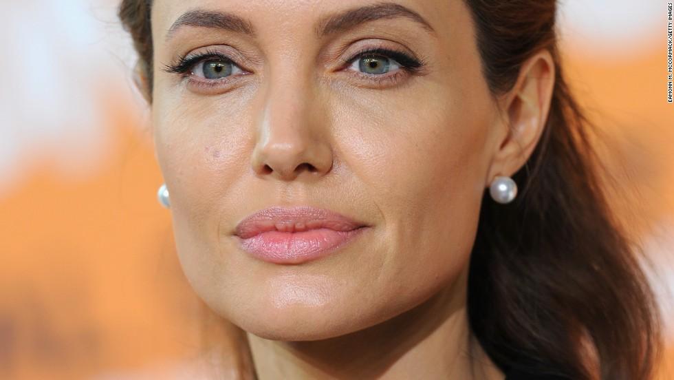 Angelina Jolie se extirpa los ovarios