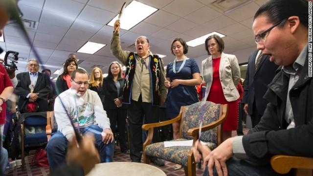 En vez de Columbus Day ciudades de EE.UU. celebran el 'Día de los pueblos indígenas'