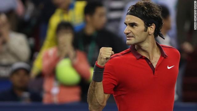 Roger Federer vence a Novak Djokovic y encara la final en Shanghai