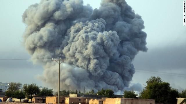 Se intensifica la batalla por Kobani mientras ISIS toma una base clave en Iraq