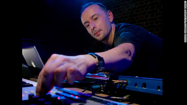 <a href='http://www.cnn.com/2014/10/14/showbiz/mark-bell-lfo-death/index.html'>Mark Bell</a>, who founded the highly influential techno-music duo LFO and later collaborated with Bjork on several iconic albums, died of complications from a surgery, his record label said Monday, October 13.