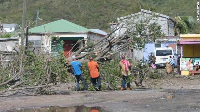 El huracán Gonzalo, de categoría 3, se dirige hacia Bermudas