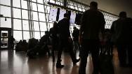 3 con ébola podrían viajar en avión cada mes