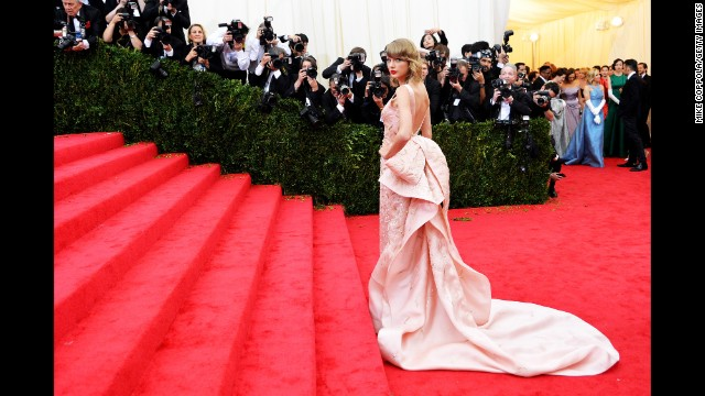 "Taylor Swift is a professed devotee of Oscar de la Renta, and she chose to wear one of the designer's structurally impressive confections to the 2014 Costume Institute Gala at the Metropolitan Museum of Art. Upon de la Renta's death, Swift shared her condolences on Twitter: ""Oscar, it was an honor to wear your creations and to know you,"" <a href='http://instagram.com/p/uZadNPjvIX/' target='_blank'>the singer said</a>."