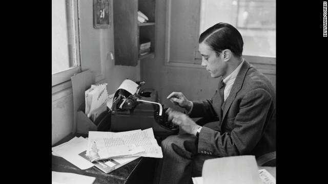 In 1956, journalist Bradlee writes from his office in Paris.<!-- --> </br>