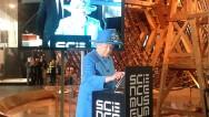 La reina Isabel II envía su primer tuit