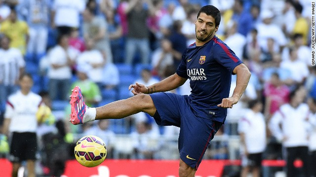 Luis Suarez warming up before the 169th El Clasico. The Uruguayan started the match and immediately made an impact providing the cross from which Neymar scored the opening goal.