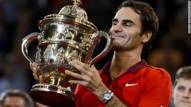 Roger Federer se acerca a Novak Djokovic en la lucha por la cima del tenis mundial
