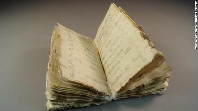 Hallan congelado un cuaderno de 100 años de antigüedad