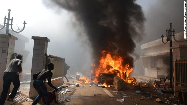 Ejército de Burkina Faso toma el control del gobierno en medio de disturbios