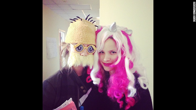 "<a href='http://instagram.com/p/u0nrnwDKAI/?modal=true' target='_blank'>Cara Delevingne </a>wrote ""Happy Halloween!! #papertowns"""