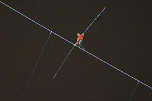 Nik Wallenda sobre la cuerda floja
