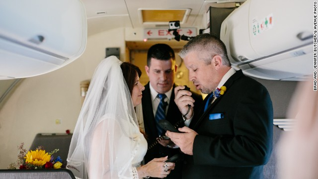 Frequent travelers Keith Stewart and Dottie Coven got married onboard a nonstop flight from Nashville to Dallas Love Field on Sunday, November 1.