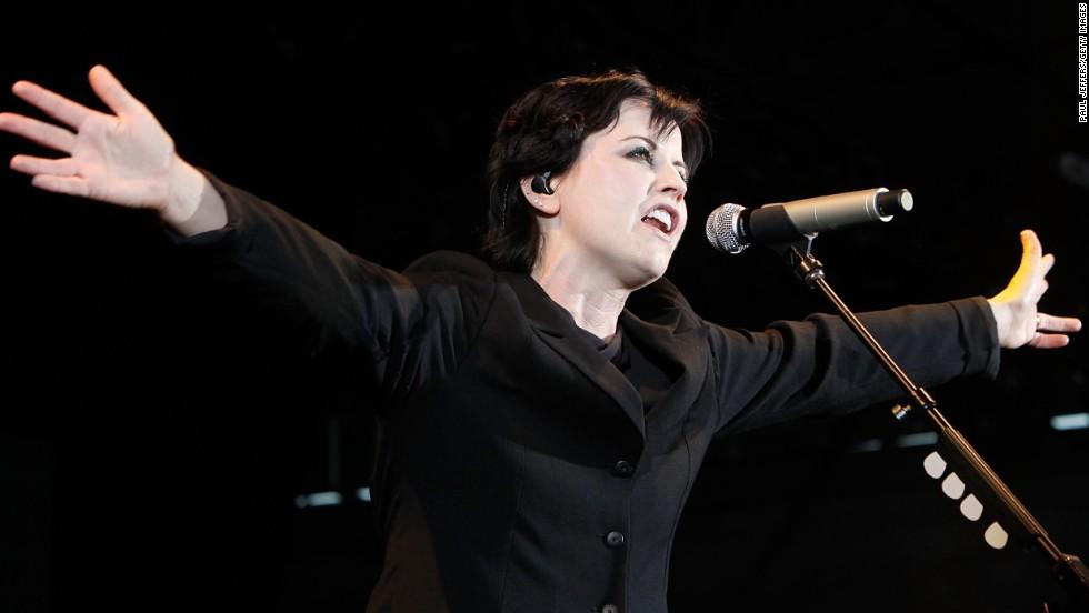Peores colapsos de los famosos en aviones: Dolores O'Riordan