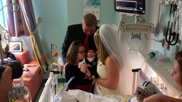 Una pareja que perdió a su bebé se casa en el hospital