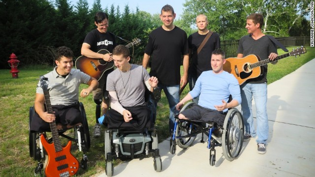 Bloom and the MusiCorps Wounded Warrior Band pose for a photo at Walter Reed.