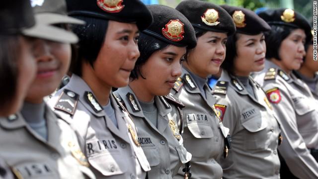 Indonesia realiza cruel y degradante examen de virginidad para reclutar a mujeres policías