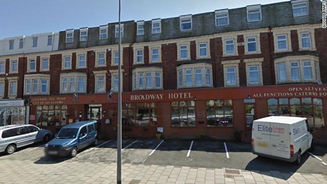 Hotel de Gran Bretaña penaliza a clientes por dejar malos comentarios