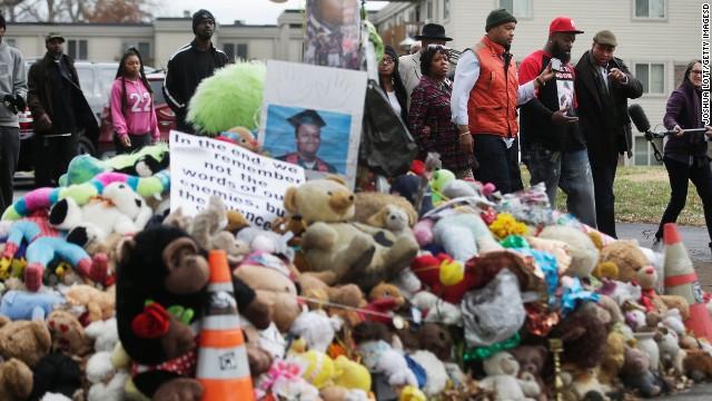 El gran jurado decidirá el lunes qué hacer con el oficial blanco que mató a un joven negro