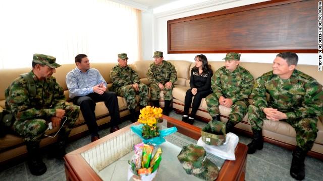 General Alzate de Colombia y otros dos liberados ya están en Bogotá