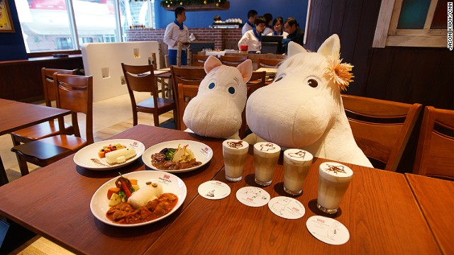 Far left: creamy Hattifattener-shaped cheesecake with fresh fruit and custard sauce. Top: Venison stew. Bottom: Hattifattener plate with chicken tomato ragout. Drinks: Moomin character lattes