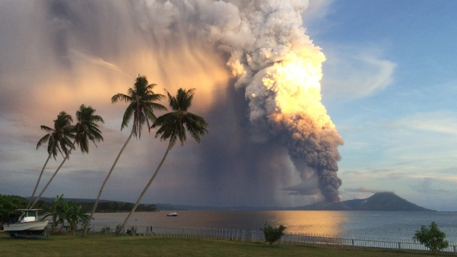 <strong>August 29: </strong>Mount Tavurvur erupts in Papua New Guinea. <a href='http://ift.tt/1poUGFh'>The volcano spewed a thick tower of ash</a> that reached as high as 60,000 feet above sea level.