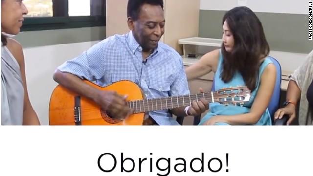 Pelé dice en un video desde su Facebook que se encuentra bien