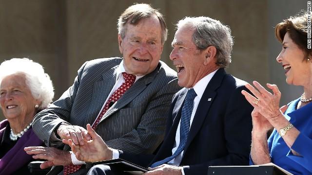 George H. W. Bush es dado de alta