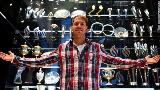 Ladrones 'limpian' la vitrina de trofeos de Red Bull