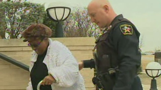 Officer Helps Woman in his Free Time