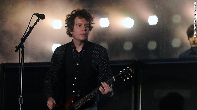 "Longtime Green Day guitarist Jason White has been diagnosed with a treatable form of tonsil cancer, the band recently announced on its website. ""Thankfully they caught it early and he should make a full and speedy recovery,""<a href='http://www.greenday.com/news/press-release-7140966' target='_blank'> the statement said. </a>"