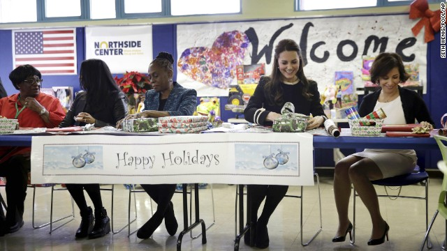 Kate wraps presents for children with Chirlane McCray, wife of New York Mayor Bill de Blasio, and other volunteers at the Northside Center on December 8.