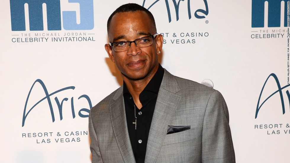"""The """"Monday Night Countdown"""" crew sent love and well wishes on December 8 to ESPN sportscaster Stuart Scott, who has been battling cancer for the third time. The group joined hands during the broadcast while Suzy Kolber <a href='https://vine.co/v/Orp932pgPiU' target='_blank'>offered some tearful words</a>: """"We want you to know we're sending you some extra strength and to keep fighting that fight."""""""