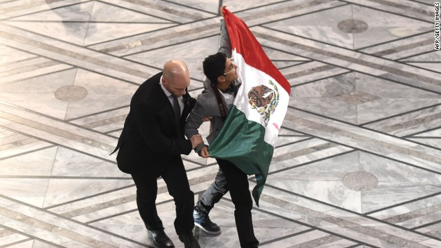 Mexicano interrumpe ceremonia del Nobel de la Paz