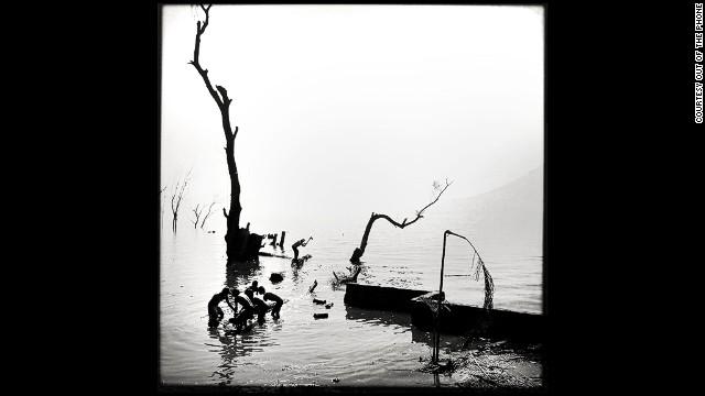 <i>Logging</i> by <a href='http://instagram.com/emencher' target='_blank'>Eric Mencher</a> (San Marcos La Laguna, Guatemala)