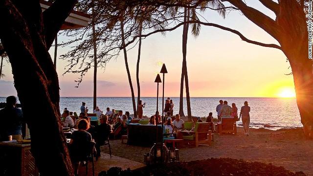 Tiki torches, swaying palms, hula and a live band -- the Big Island's Lava Lava is textbook Hawaiian beach bar.