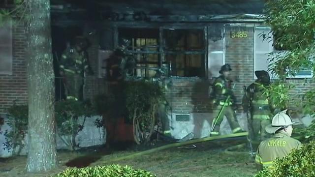 Mueren dos niños de 3 y 4 años en un incendio cuando estaban solos en casa