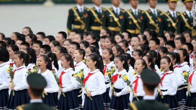Ni en bodas ni en funerales: China decreta nuevas reglas para cantar el himno nacional
