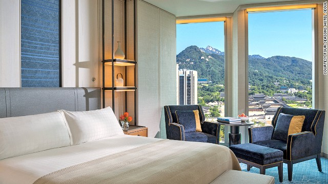 The Four Seasons Hotel Seoul is adjacent to Gwanghwamun, the main gate of the Gyeongbok Palace and the historic districts of Jong-re and Isadong.