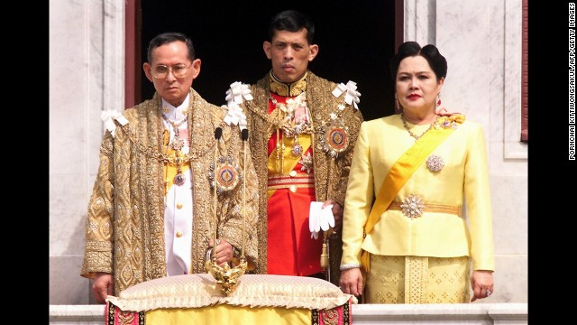 Key members of Thailand's royal family -- King Bhumibol Adulyadej (from left), Crown Prince Maha Vajiralongkorn and Queen Sirikit -- in 1999.