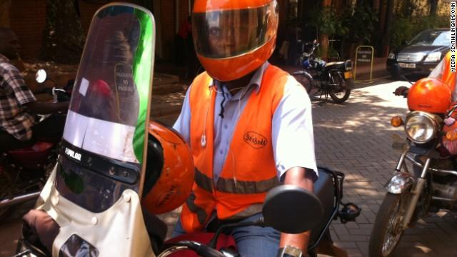La manera inteligente y segura para subirte a una motocicleta