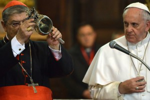 """El """"milagro"""" del papa Francisco en Nápoles"""
