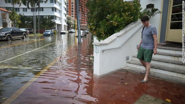 http://i2.cdn.turner.com/cnn/dam/assets/170413165536-miami-beach-flood-story-top.jpg