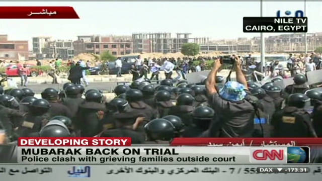 Clashes erupt outside Mubarak court
